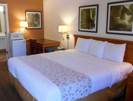 motel-6-houston-room