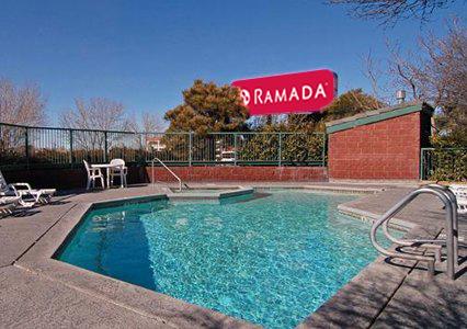 pool-hottub-sundeck